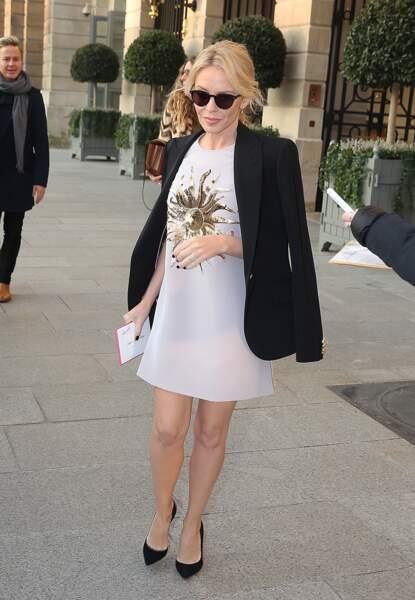 Fashion Week Haute Couture : Kylie Minogue charmante en robe blanche chez Schiaparelli