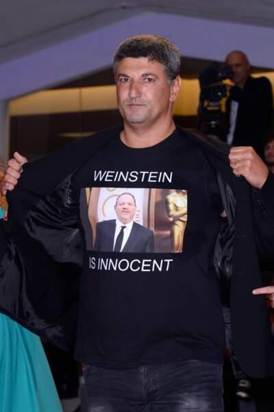 Luciano Silighini et son t-shirt en soutien à Harvey Weinstein à la 75e Mostra de Venise