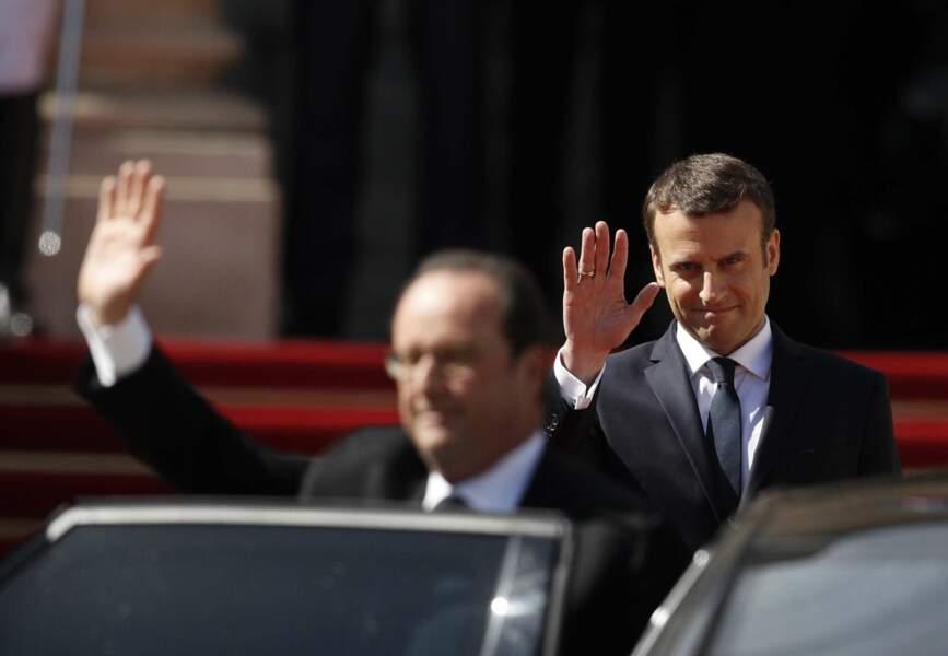 François Hollande, très applaudi, salue la foule