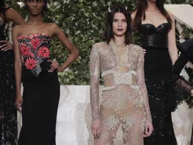 Kendall Jenner les fesses à l'air, Naomi Campbell sexy au défilé La Perla prêt-à-porter