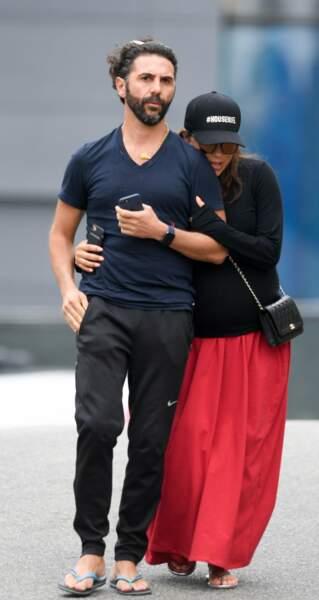 Eva Longoria très enceinte et son mari José Antonio Baston à West Hollywood le 29 mai 2018