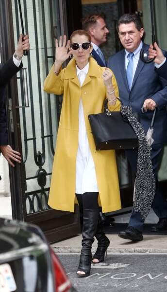 Céline Dion en manteau Jil Sander et boots open toes Gianvito Rossi