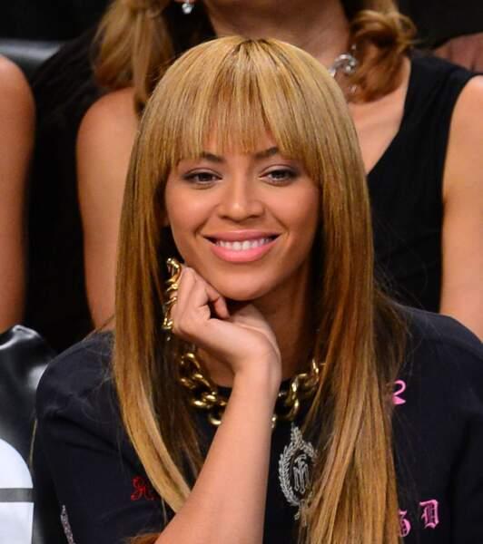 Visage ovale : osez une frange droite légèrement effilée à la Beyoncé