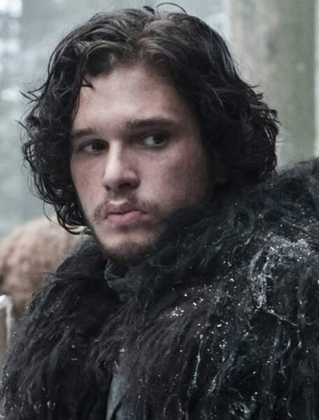 En même temps, son look habituel est proche de Jon Snow