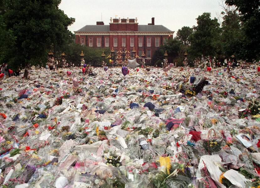 Lorsque Lady Diana est morte, des milliers de fleurs ont été déposées dans le jardin de Kensington