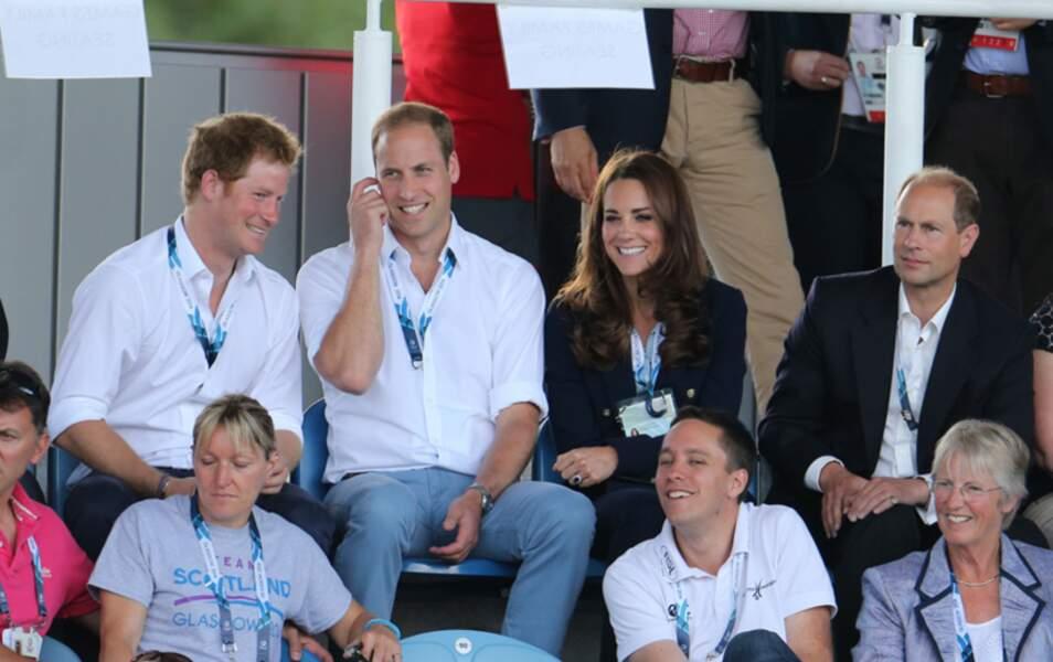 Kate et Will sont entourés des princes Harry et Edward