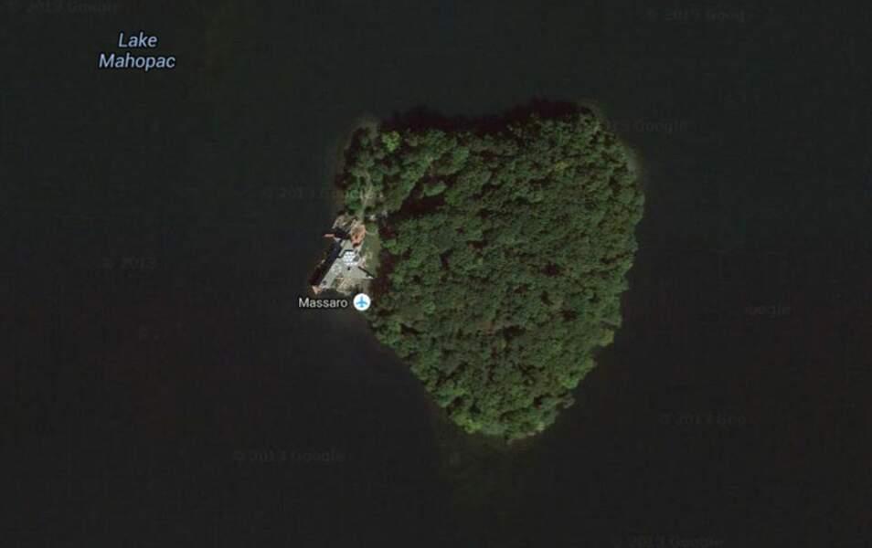 L'île de Petra, située au beau milieu du Lac Mahopac...