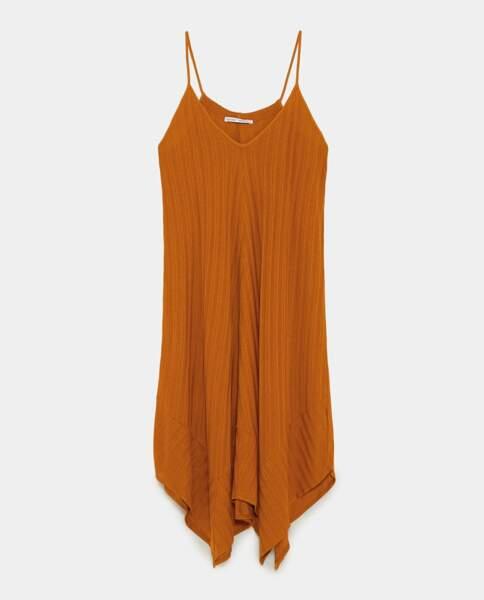 Robe asymétrique, Zara, 19,95 euros