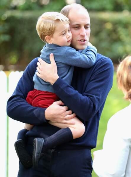 Anniversaire du Prince George - Pause câlin canadienne avec son père le prince William