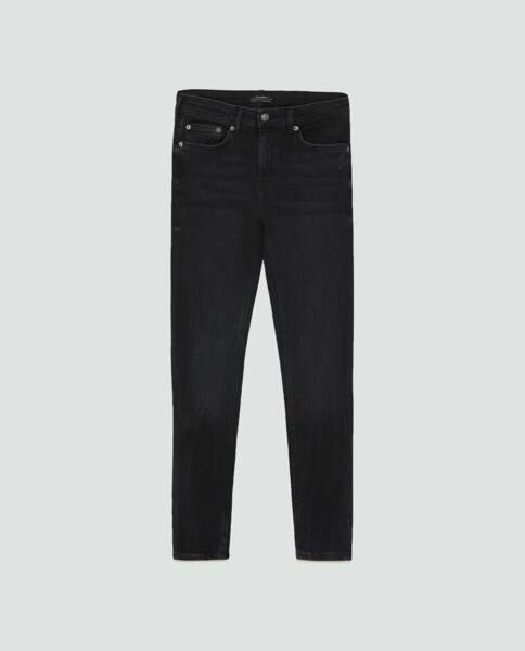 Jean skinny black, Zara, 17,97 euros au lieu de 29,95 euros
