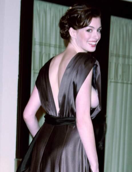 Anne Hathaway, à l'époque où elle ne savait pas vraiment s'habiller mais qu'on s'en fichait
