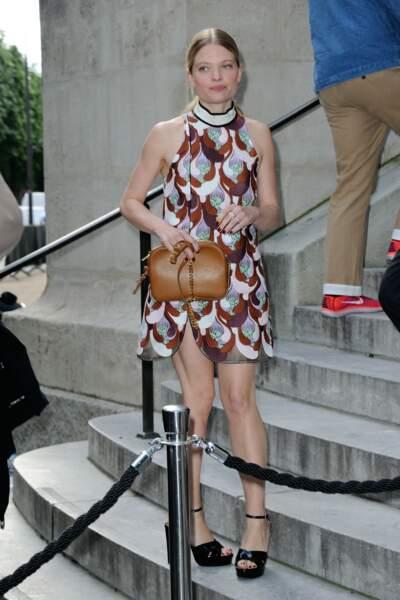 La comédienne Mélanie Thierry dans une petite robe qui laissait voir ses jambes parfaitement musclées