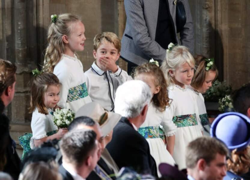 Au fond de la file des enfants d'honneur, le prince George n'a pas pu s'empêcher de faire le show !