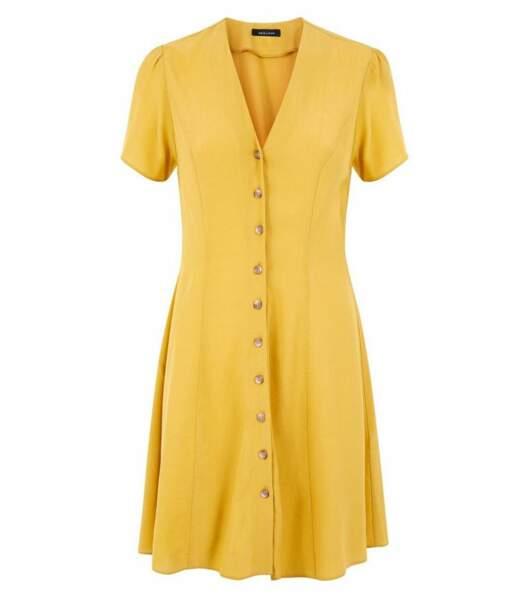 Robe jaune moutarde boutonnée à l'avant, Newlook, 24,99 euros