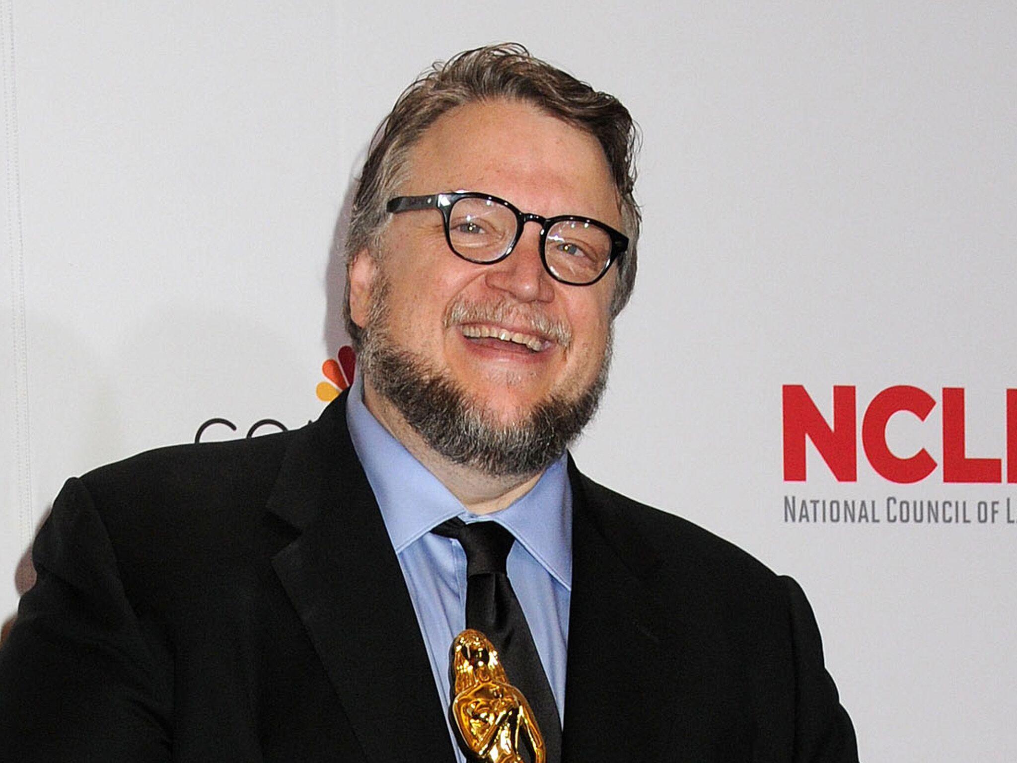Guilhermo Del Toro with guillermo del toro - la biographie de guillermo del toro avec voici.fr