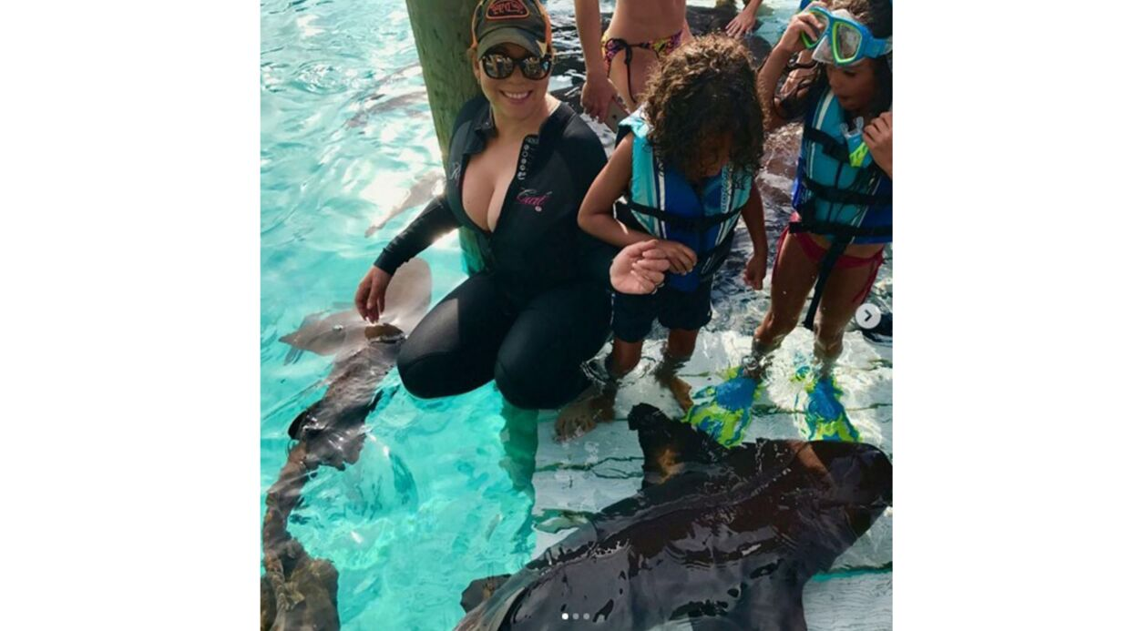 PHOTOS Tous seins dehors, Mariah Carey emmène ses enfants nager avec des requins