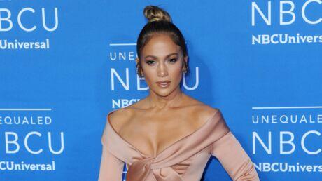 PHOTO Jennifer Lopez sans culotte sous sa robe TRÈS fendue, elle est torride