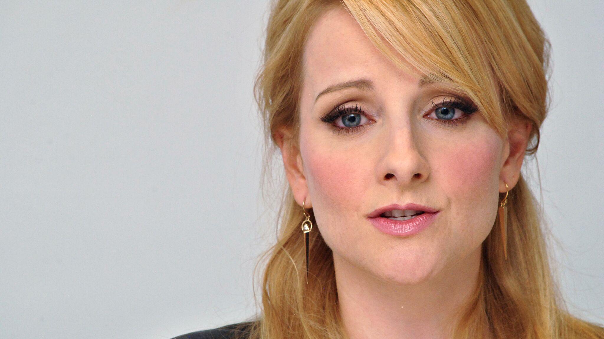 Melissa Rauch Big Bang Theory Enceinte Elle évoque Avec émotion