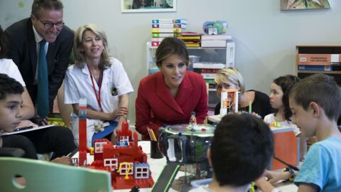 Melania Trump à Paris: elle parle en français pendant sa visite à des enfants malades