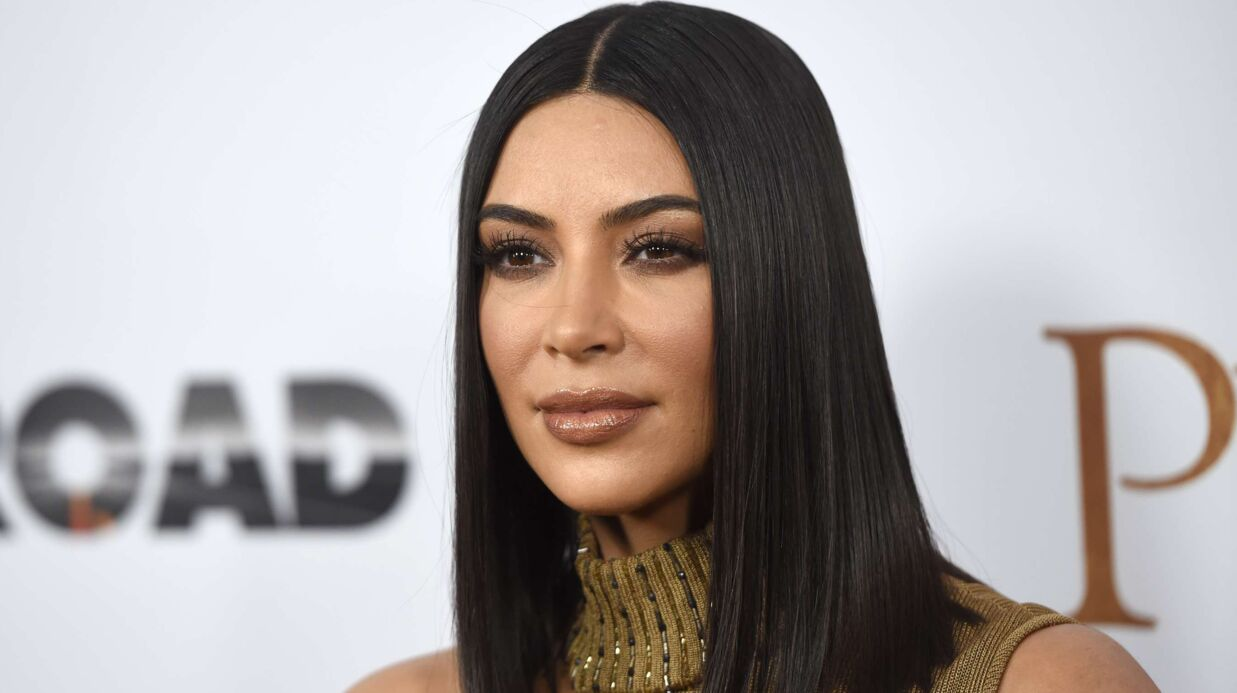 Kim Kardashian attaquée sur son rôle de mère pour avoir mis une robe corset à sa fille, elle réplique