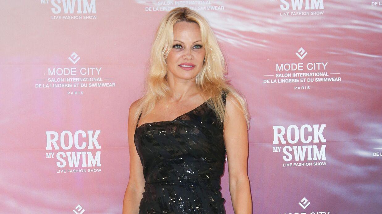 Pamela Anderson manifeste contre la corrida à Nîmes