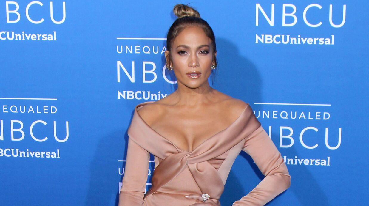 PHOTOS Nue sous sa robe transparente, Jennifer Lopez en montre trop…