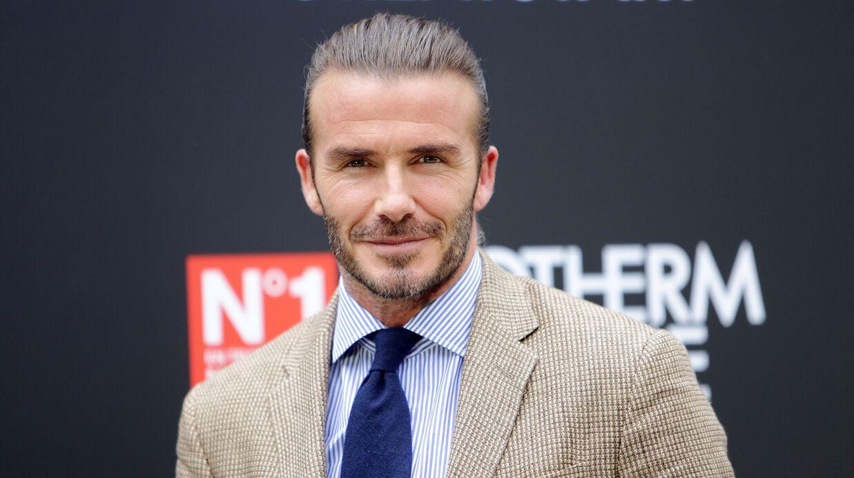 PHOTO David Beckham signe un autographe sur les fesses d'une de ses fans