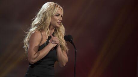 Britney Spears: un fan surgit sur scène, elle interrompt son concert