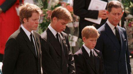Comment le prince Philip a convaincu William et Harry de marcher derrière le cercueil de Diana le jour des funérailles