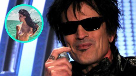 Tommy Lee: l'ex de Pamela Anderson surpris avec sa petite amie sexy dans les toilettes d'un avion