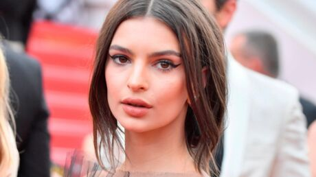 PHOTO Emily Ratajkowski sexy en string, elle salue ses fans