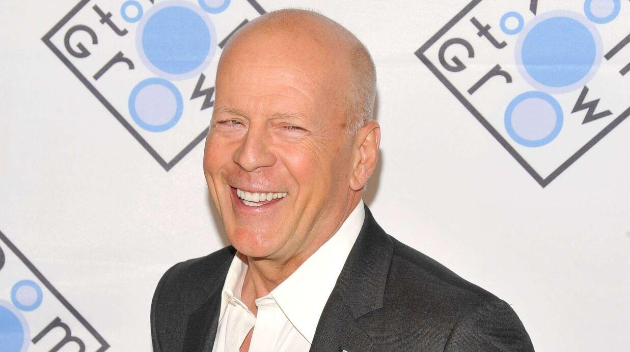 Bruce Willis met une perruque Donald Trump et devient le sosie… de Renaud