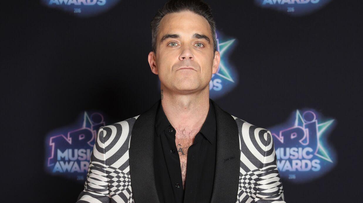 PHOTO Robbie Williams prend la pose, son sexe caché dans une chaussette