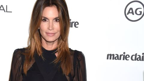 PHOTOS Cindy Crawford topless pour une collection de jeans