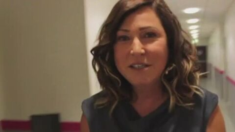 VIDEO Evelyne Thomas cherche l'amour sur Chérie 25: découvrez ses neuf prétendants