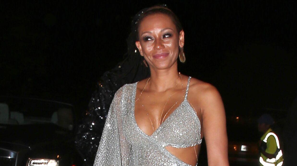 PHOTOS En robe transparente, Mel B montre ses fesses