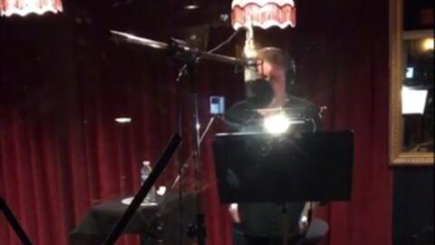 VIDEO Johnny Hallyday: les vacances sont finies, il est de retour en studio!