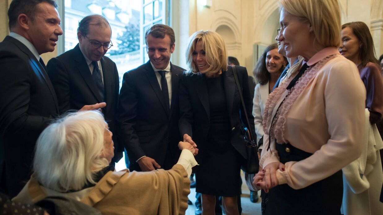 PHOTOS Brigitte et Emmanuel Macron amusés par l'accueil que leur a réservé la fille de Pablo Picasso