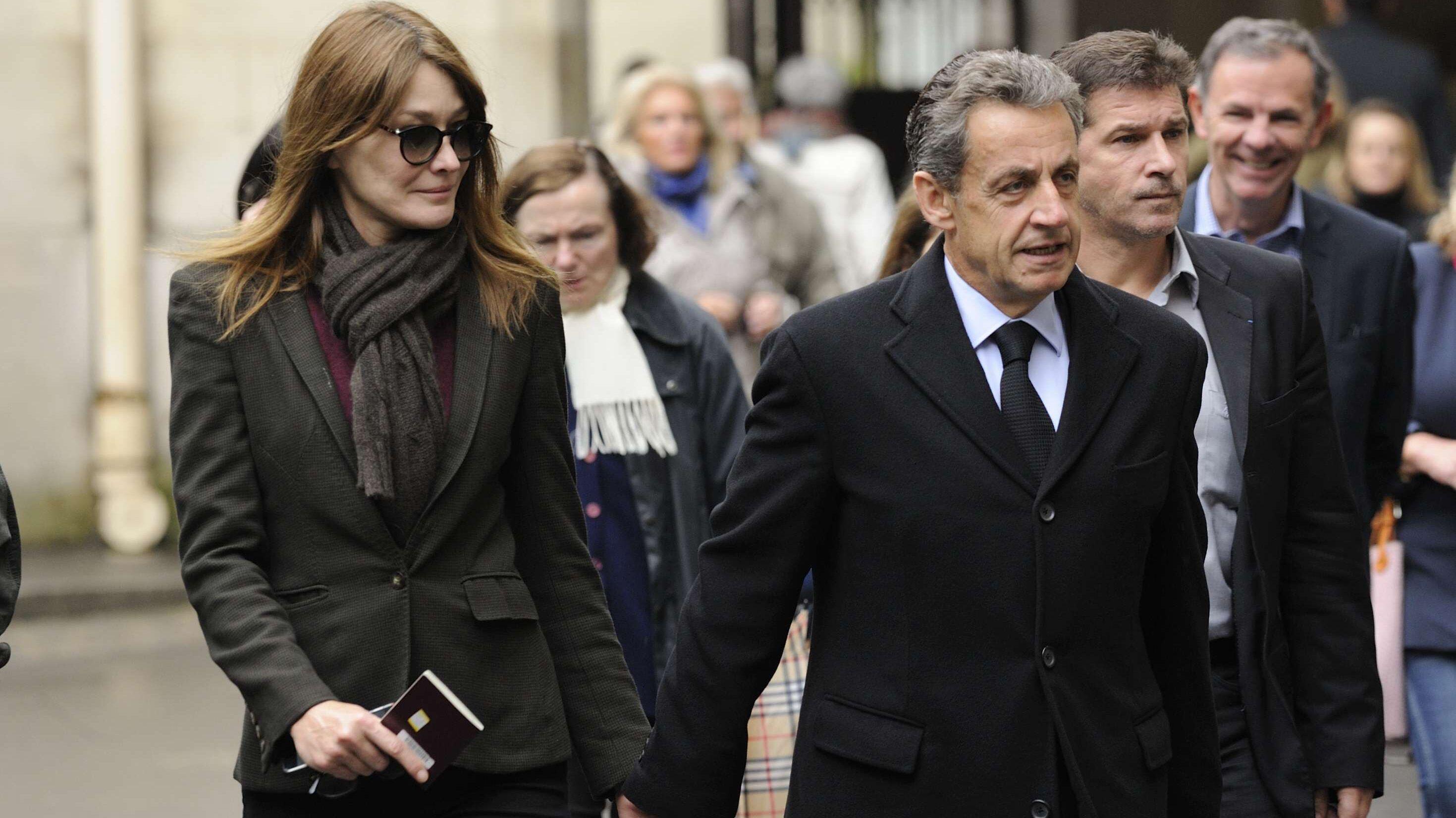 Carla Bruni se confie sur son couple avec Nicolas Sarkozy   « Nous avons  une vie sexuelle fantastique » - Voici c3ab102ed7e2