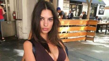 PHOTO En débardeur, Emily Ratajkowski dévoile son décolleté très sexy