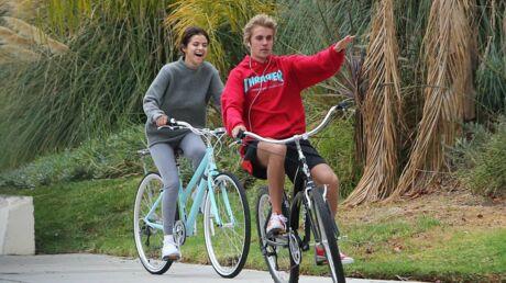 PHOTOS Justin Bieber et Selena Gomez se rapprochent BEAUCOUP lors d'une balade à vélo