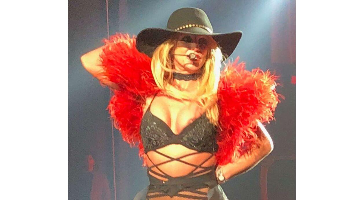 PHOTOS Britney Spears: lâchée par son soutien-gorge, elle dévoile un téton sur scène