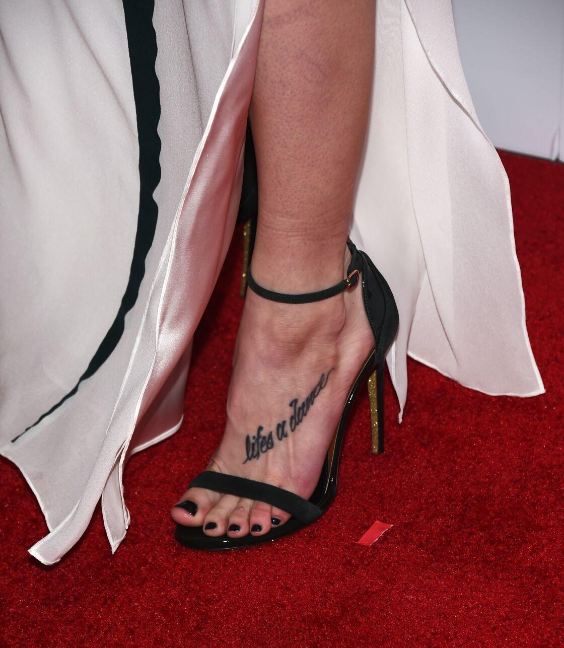 Tattoo Ecrit Le Tatouage De Phrase Voici