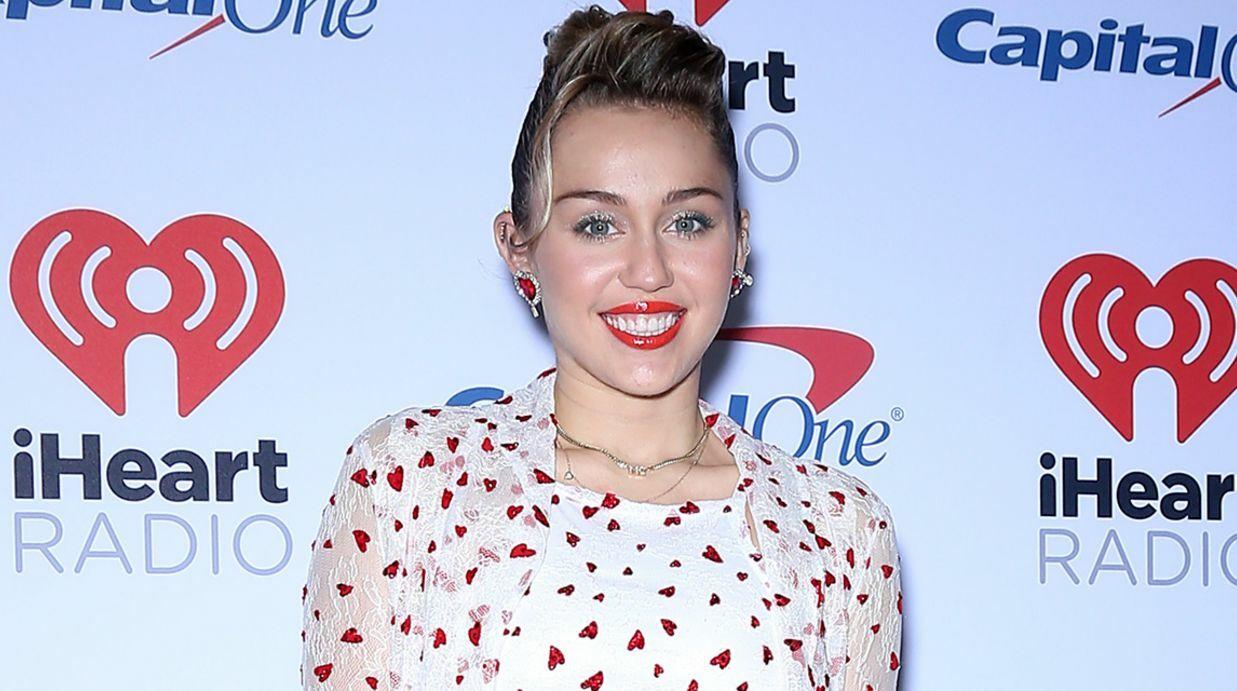 PHOTO Miley Cyrus enceinte? La star dément la folle rumeur
