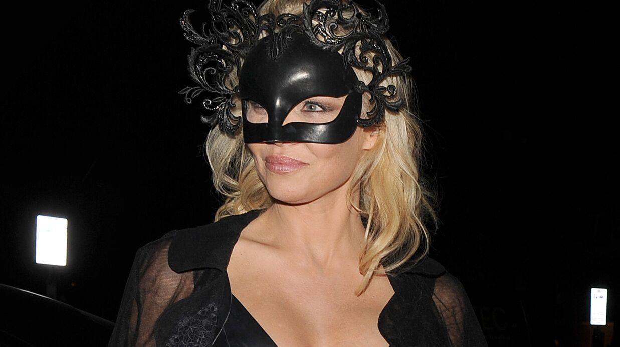 PHOTOS Pamela Anderson en robe ultra moulante et décolletée, elle est à tomber