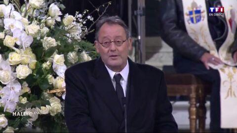 Hommage à Johnny Hallyday: les larmes de Jean Reno en lisant le texte choisi par Jade et Joy
