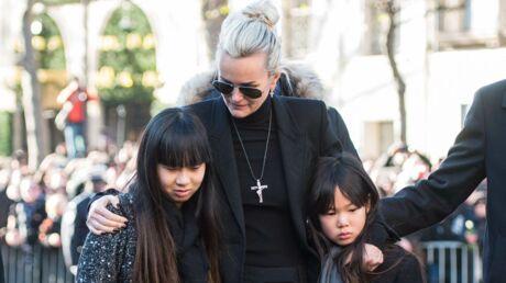 Hommage à Johnny Hallyday: les larmes de Laeticia, Jade et Joy effondrées par le chagrin