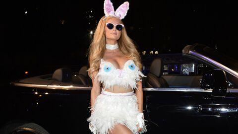 PHOTO Paris Hilton topless fait un gros câlin à un ours en peluche