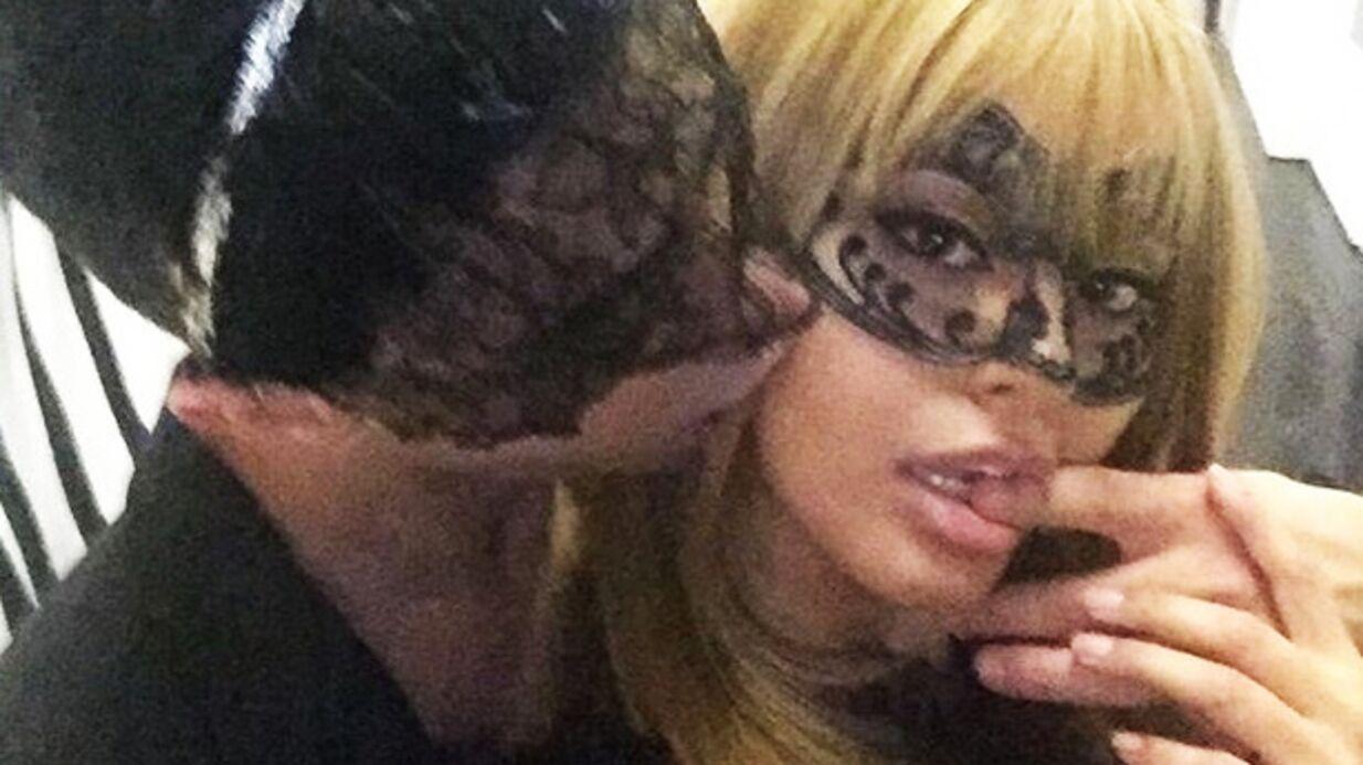 Zahia partage une vidéo de sa soirée masquée plus que sensuelle