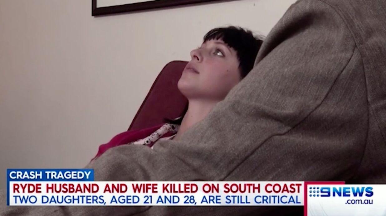 Dans le coma depuis l'accident qui a tué ses parents, l'actrice Jessica Falkholt perd sa sœur